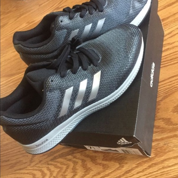 Adidas adidas dimensioni 7 1 / 2 donne da samantha armadio poshmark